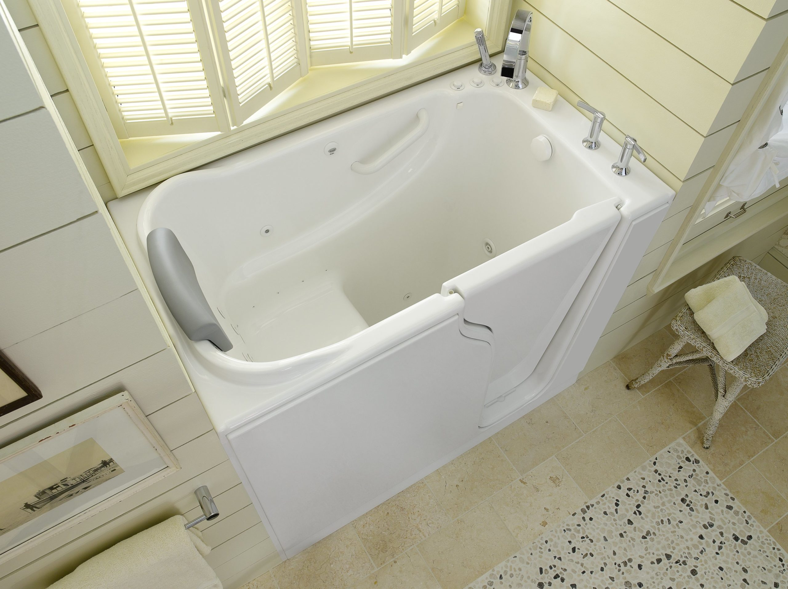 White_Walk In_Bathtub_30x52_Photo_1_amst_HR_bci
